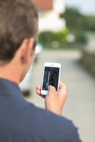 Popoln videonadzor v živo in verifikacija s pomočjo app aplikacije